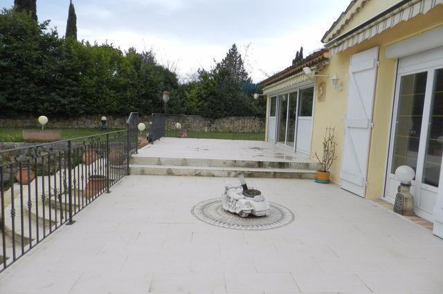 location grasse terrasse parking piscine immojojo. Black Bedroom Furniture Sets. Home Design Ideas