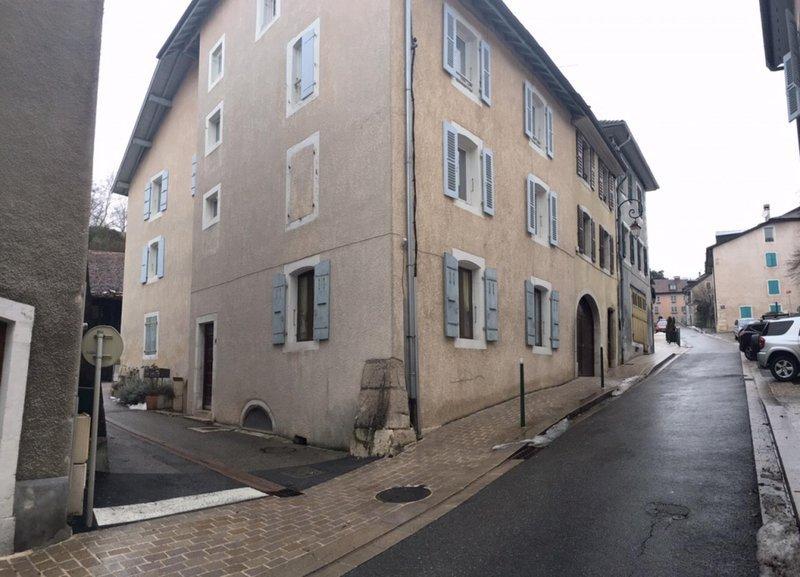Location appartement col de la faucille immojojo for Location garage gex