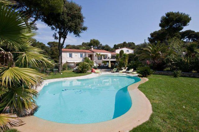 Petite maison piscine nice jardin immojojo for Jardin villa ratti nice
