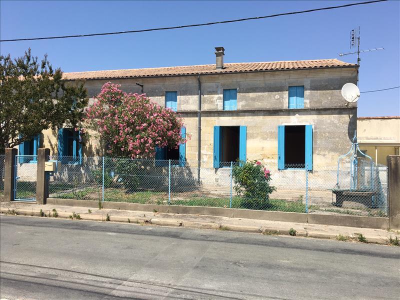Charentaise proche royan piscine immojojo for Construction piscine royan