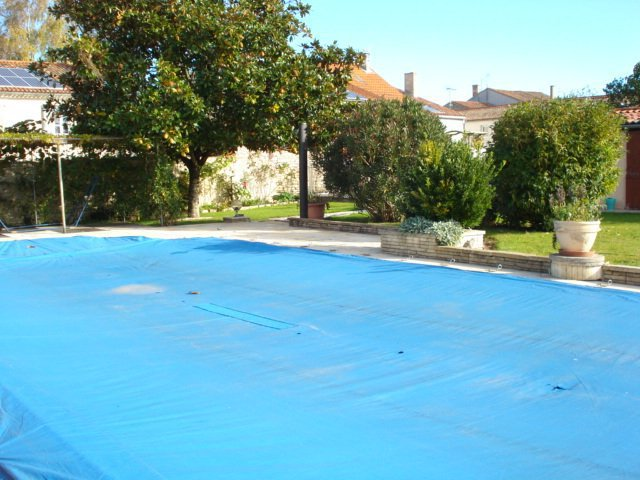 Terrasse piscine ronde immojojo for Prix piscine 5x10