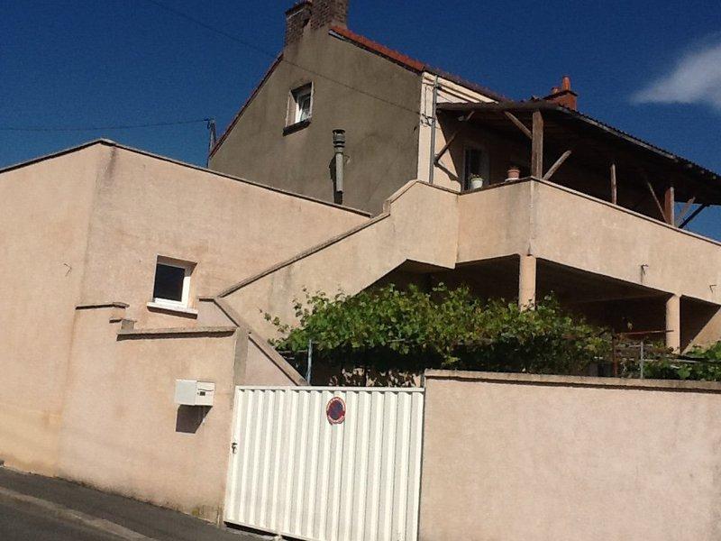 Maison veranda ouverte jardin immojojo - Veranda ouverte sur la maison ...