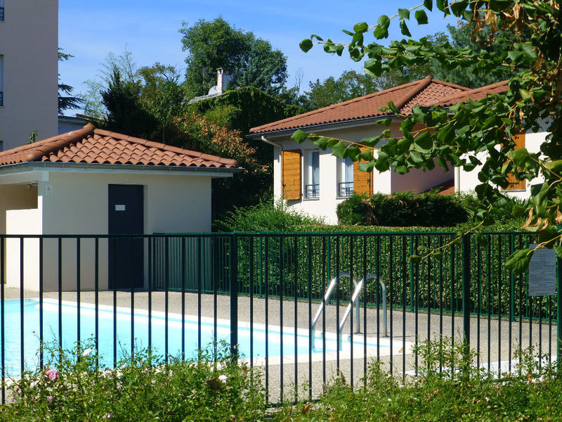 Oullins 69 jardin immojojo for Piscine oullins