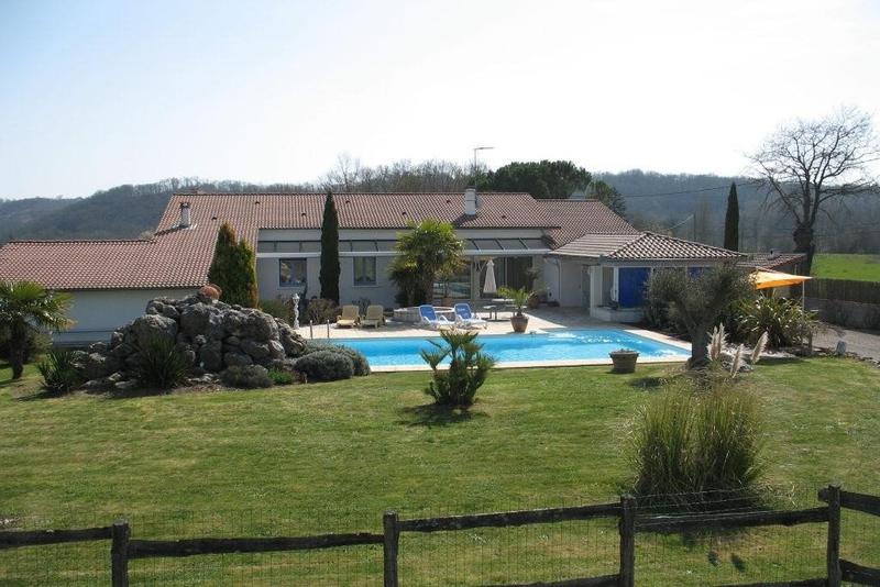 Bois boulogne terrasse piscine immojojo for Bois de boulogne piscine