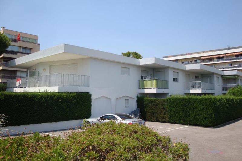 Location maison moderne var piscine immojojo for Piscine 06700