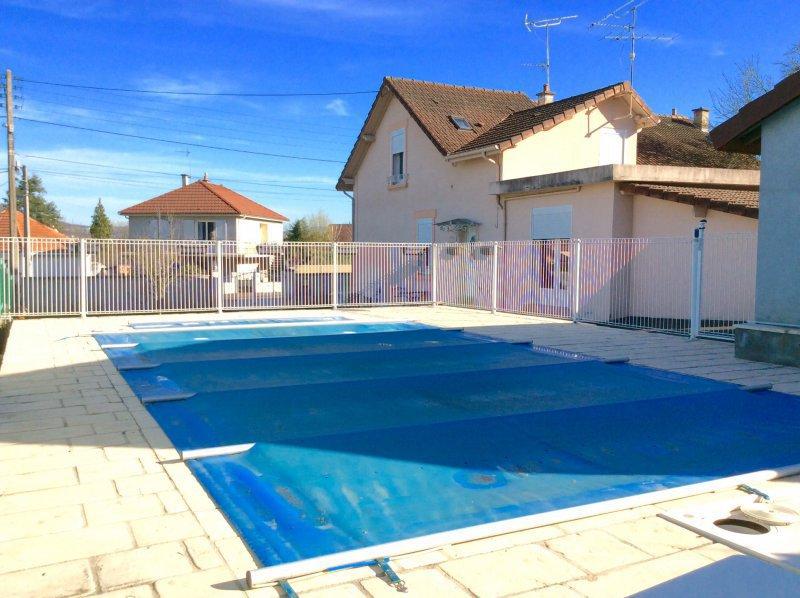 Portail hangar bois piscine immojojo for Portail piscine