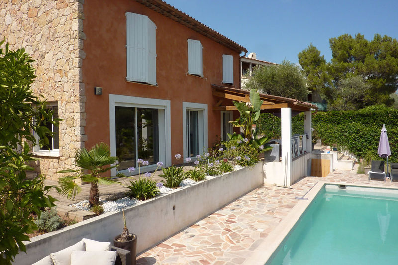 Appartement rez jardin grasse piscine immojojo for Jardin 130m2