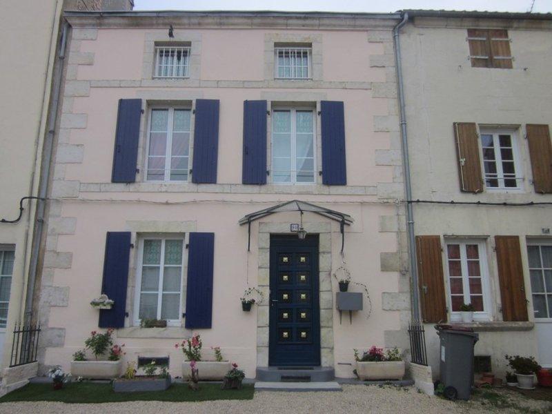 Location maison niort 2 chambres piscine immojojo for Piscine desjoyaux niort