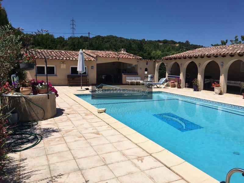 Maison saint privat des vieux immojojo for Piscine salindres