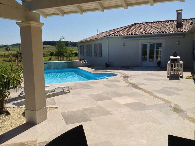 Loft angouleme piscine immojojo for Construction piscine angouleme