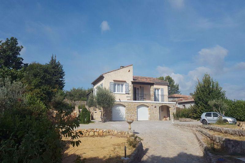 Maison village flayosc piscine immojojo for Salle a manger flayosc