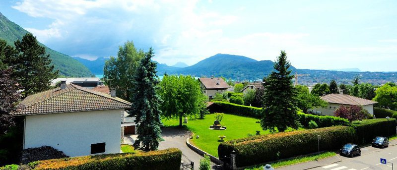 Maison annecy 3 chambres terrasse jardin immojojo for Garage annecy le vieux