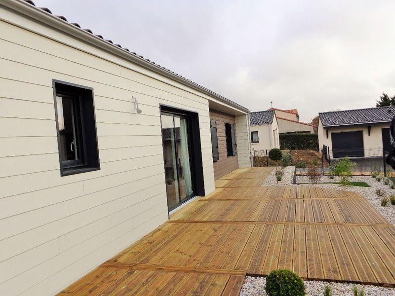Poitiers petite maison terrasse particulier immojojo for Maison neuve poitiers