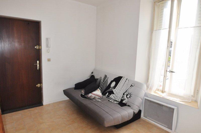 location studio reims mezzanine immojojo. Black Bedroom Furniture Sets. Home Design Ideas