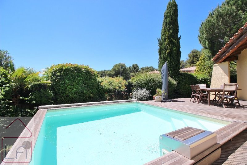 Jean lumineux terrasse piscine immojojo for Prix piscine 5x10