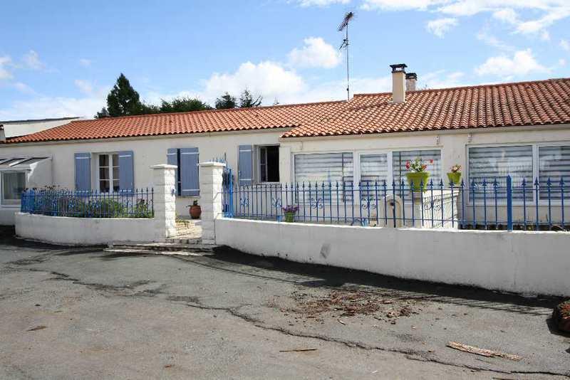 Rochefort maison piscine renove immojojo - Michael youn maison piscine ...