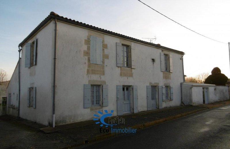 Renovation maison charentaise rochelle immojojo for Garage ad la rochelle