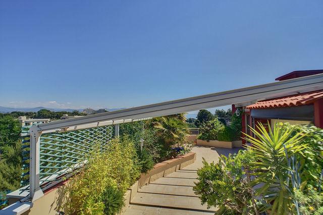 Appartement toit terrasse villeneuve loubet immojojo for Toit terrasse immobilier