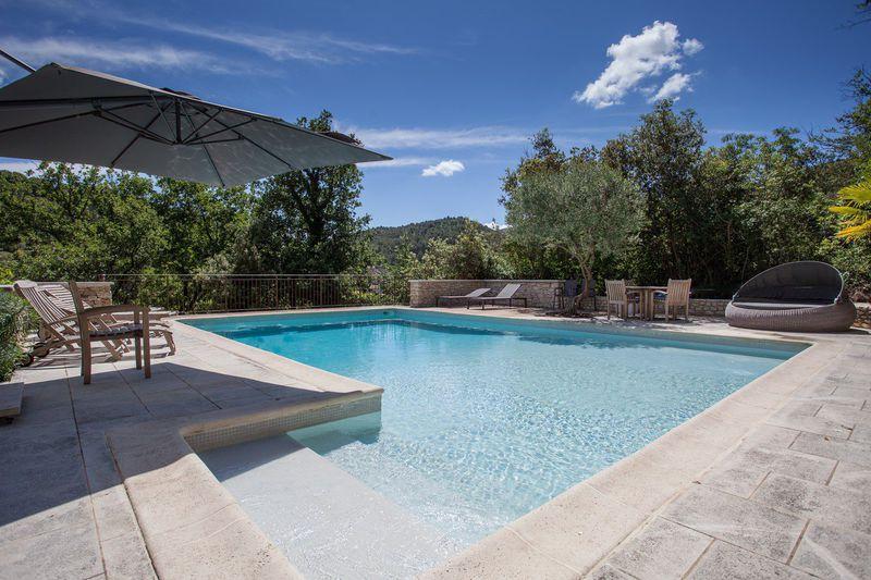 Tuiles provencale piscine immojojo for Tuile provencale prix