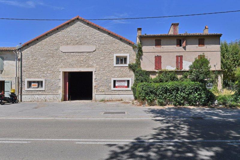 Acheter une maison arles immojojo for Acheter une maison ouaga 2000