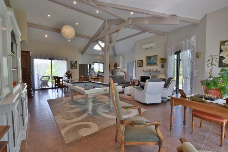 superbe contemporaine sejour cathedrale immojojo. Black Bedroom Furniture Sets. Home Design Ideas