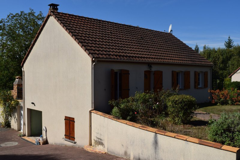 Maison civray 86 immojojo for Garage saint florent sur cher