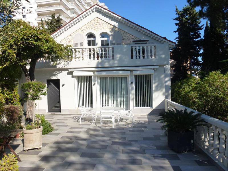 250 000 euros cannes maison garage immojojo for Maison moderne 250 000 euros
