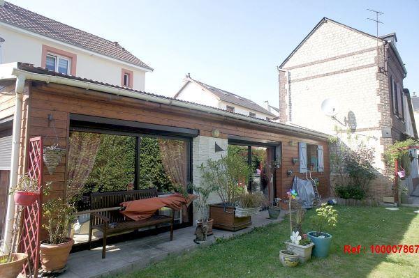 petit garage piscine jardin immojojo. Black Bedroom Furniture Sets. Home Design Ideas