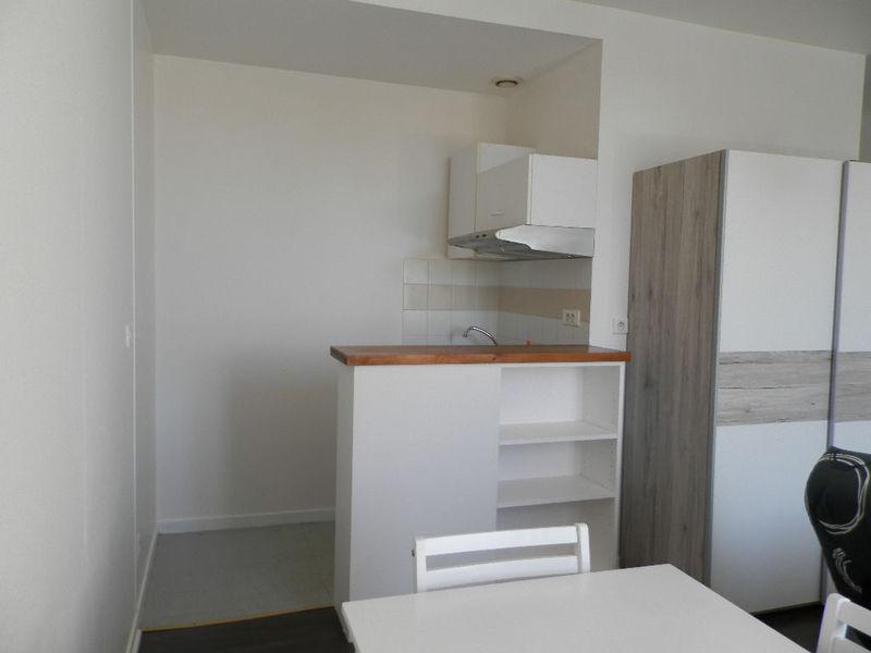 studio 300 euros meuble renove immojojo. Black Bedroom Furniture Sets. Home Design Ideas