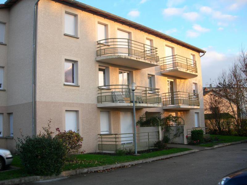 Maison 2 etages chambre premier piscine immojojo for Appartement atypique metz