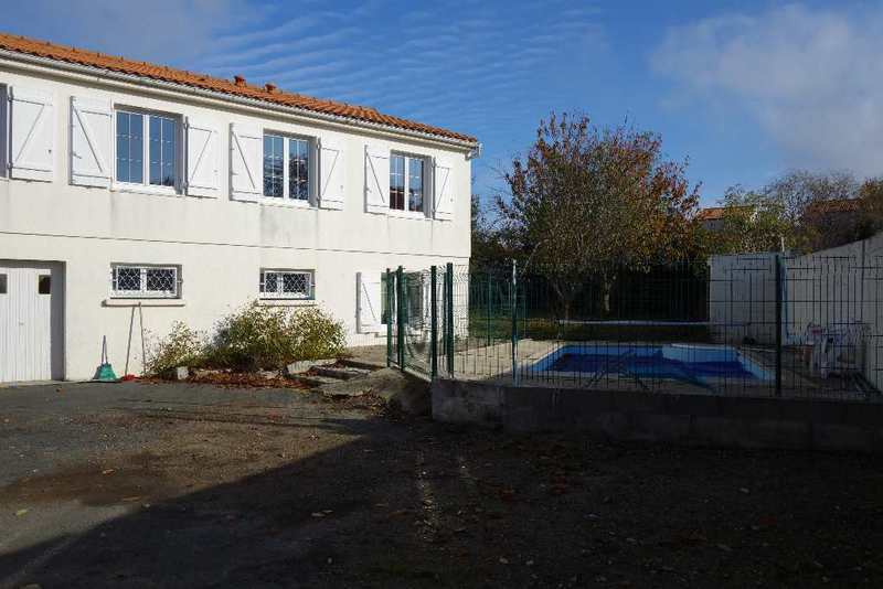 Maison aytre 3 chambres piscine immojojo for Piscine 3x6 prix
