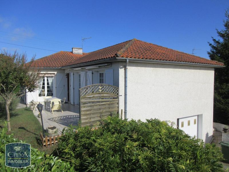 Niort terrasse immojojo for Garage citroen mendes france niort