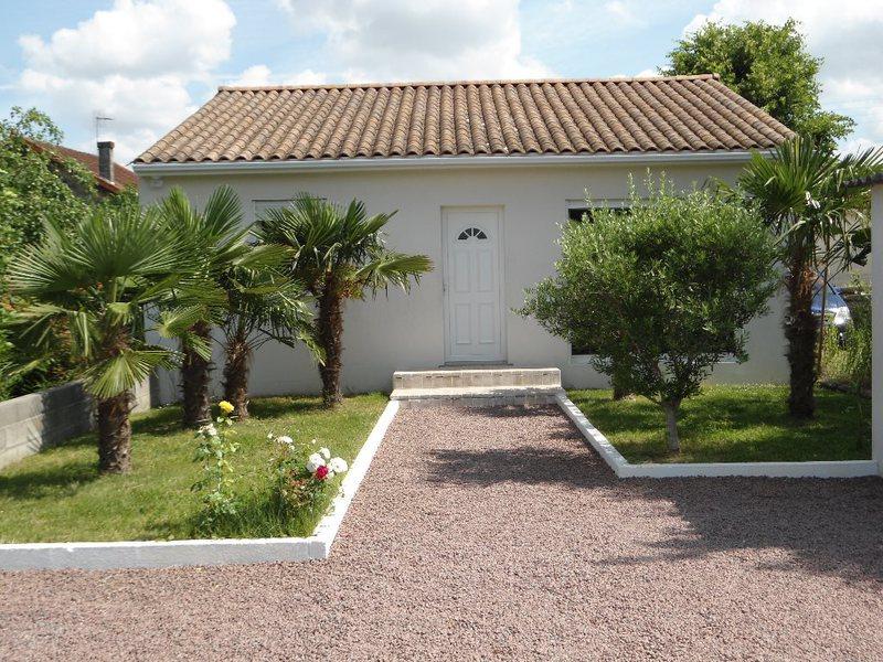 Pavillon angouleme plain pied piscine immojojo for Construction piscine angouleme