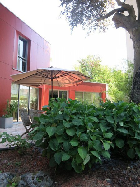 maison atypique nantes jardin immojojo. Black Bedroom Furniture Sets. Home Design Ideas