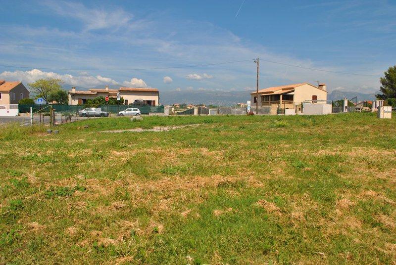 Construire maison var piscine immojojo for Piscine 06700