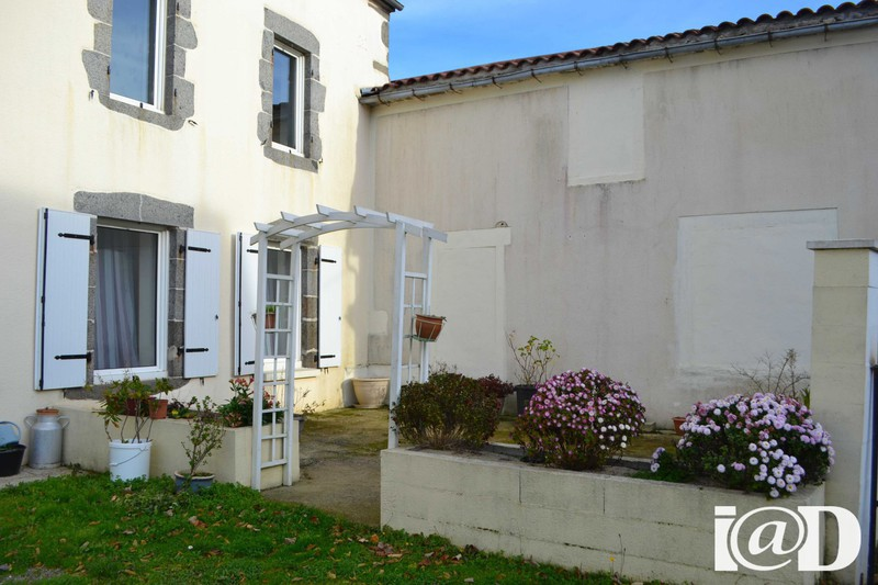 Chemin compostelle renove immojojo for Garage ad fougeres