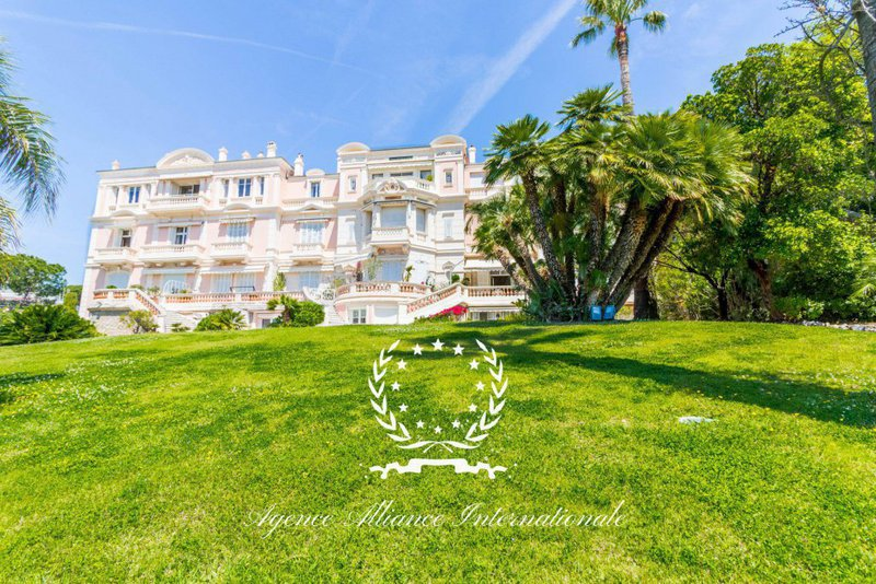 Appartement cannes avenue roi albert immojojo for Appartement design cannes