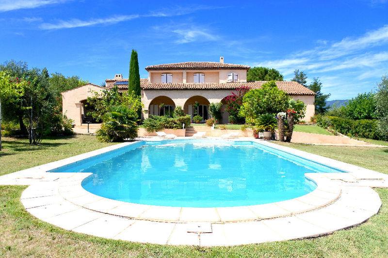 Maison une tour ronde piscine immojojo for Piscine 15eme