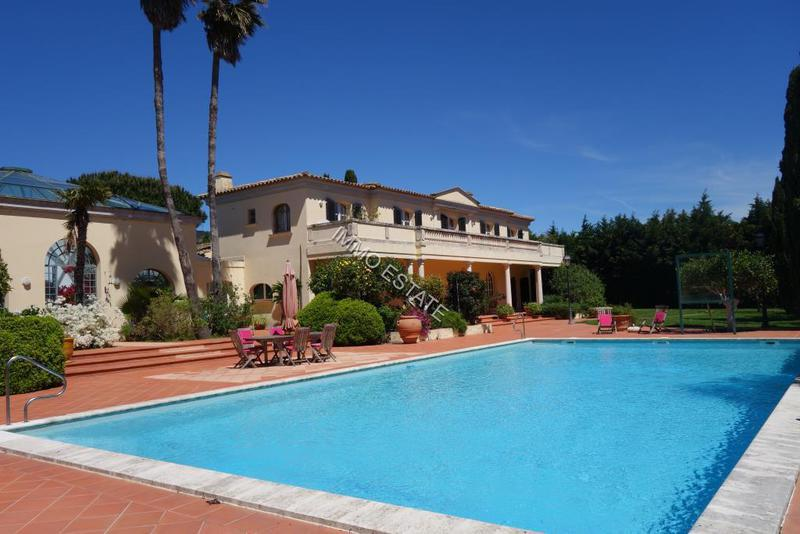 Plan maison piscine interieure immojojo for Piscine l aigle