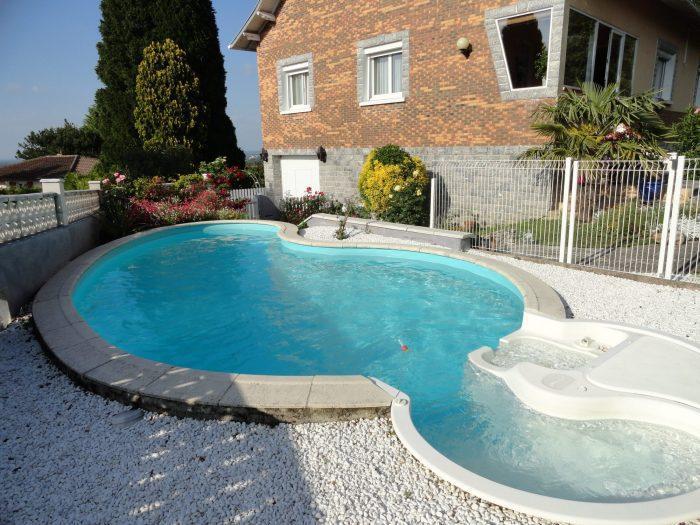 Ferme hectares tarbes piscine immojojo for Piscine bois 8x5