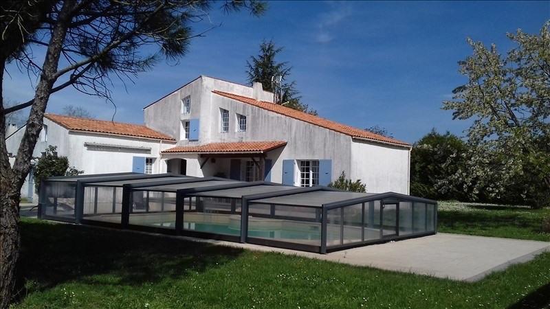 Maison proche rochelle piscine couverte immojojo for Garage ad la rochelle