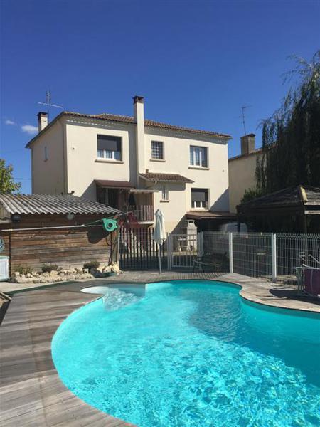Maison bazas piscine immojojo for Piscine desjoyaux bazas