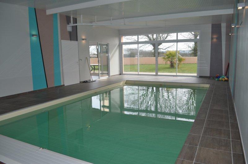 Chalet piscine interieure haute savoie immojojo for Piscine quintin