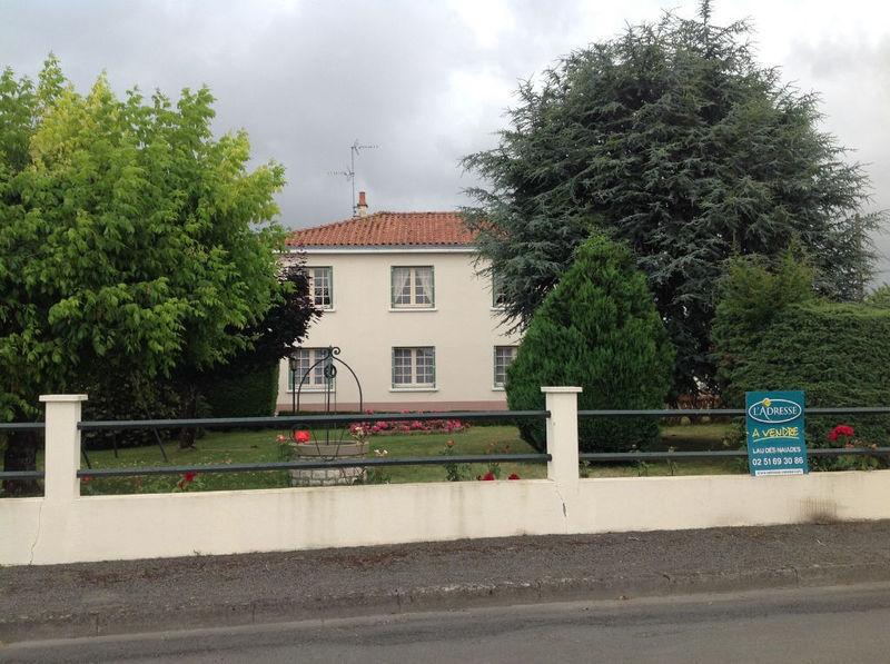 Fontenay garage jardin piscine immojojo for Vive le jardin 85200
