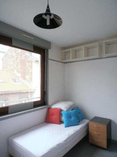 location studio etudiant rer c meuble immojojo. Black Bedroom Furniture Sets. Home Design Ideas